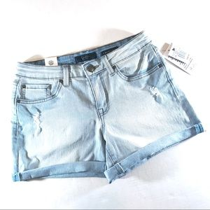 NWT Light Blue Forever Low Rise Jean Shorts (28)